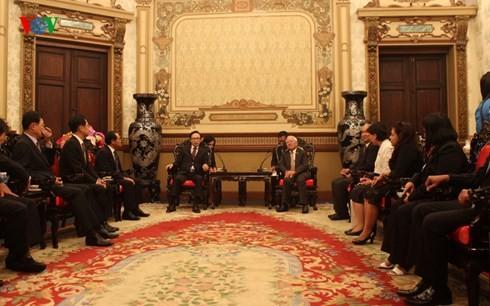 ホーチミン市首長、韓国のイ元大統領と会見 - ảnh 1