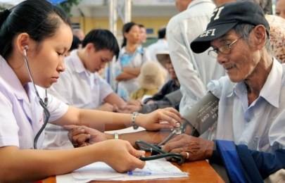 高齢者の医療保険の加入を精力的に実施 - ảnh 1