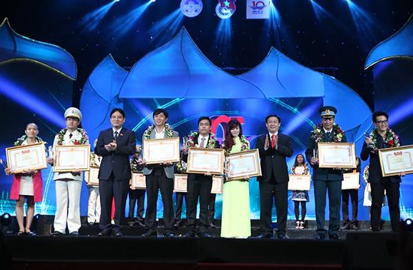 「ベトナムの代表的な若者」賞20周年を記念 - ảnh 1