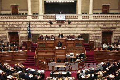 ギリシャ議会、税と年金の改革法案を可決 - ảnh 1