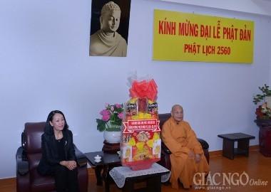 党大衆工作中央委員会代表、仏教協会中央委員会にお祝いの言葉を述べる - ảnh 1
