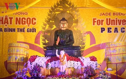 バーバン寺で、珠玉仏像の歓迎式典が行なわれる - ảnh 1