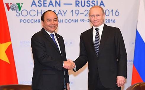 フック首相、ロシアのプーチン大統領と会見 - ảnh 1
