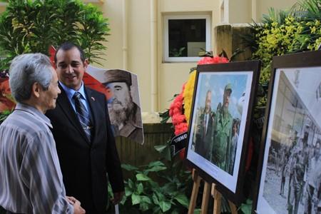 ハノイ市民、ハノイ駐在キューバ大使館弔問 - ảnh 3