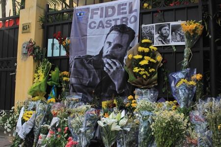 ハノイ市民、ハノイ駐在キューバ大使館弔問 - ảnh 4