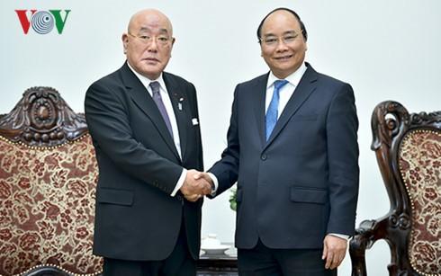フック首相、日本の飯島勲内閣官房参与と会見 - ảnh 1