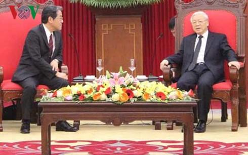 チョン共産党書記長、在ベトナム日本の梅田邦夫大使と会見 - ảnh 1