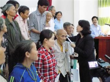 ティン国家副主席、洪水被災地を訪れる - ảnh 1