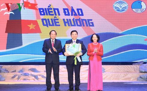 国外在留ベトナム青年・学生の論文コンテスト授与式 - ảnh 1