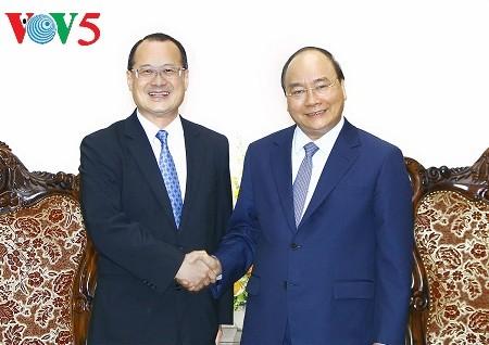 フック首相、新華集団の会長と会見 - ảnh 1