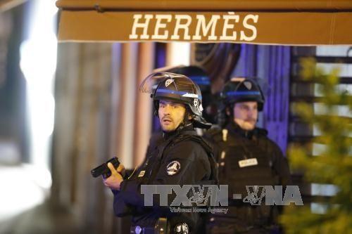 パリ銃撃、警官3人が死傷…「イスラム国」声明 - ảnh 1