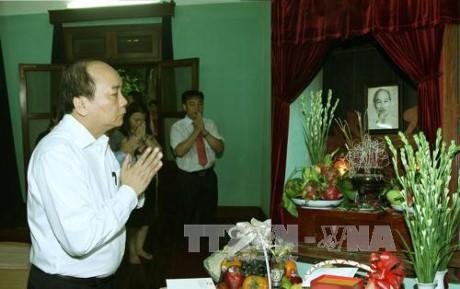 フック首相、ホーチミン廟管理委員会と会見 - ảnh 1
