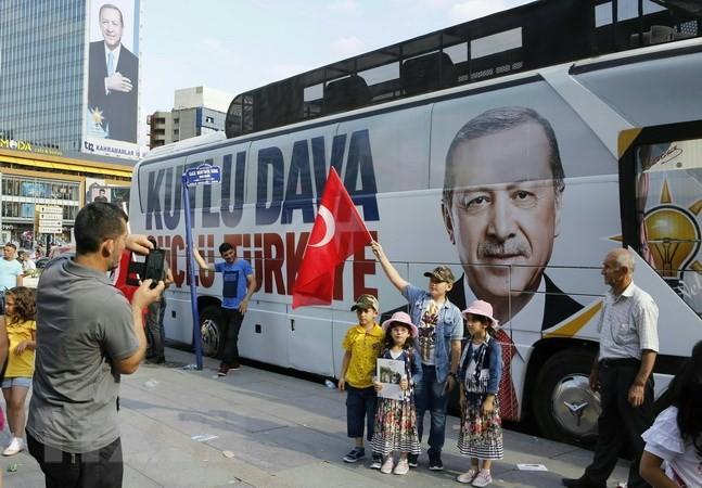 トルコ大統領選 投票始まる 現職の再選なるか焦点 - ảnh 1