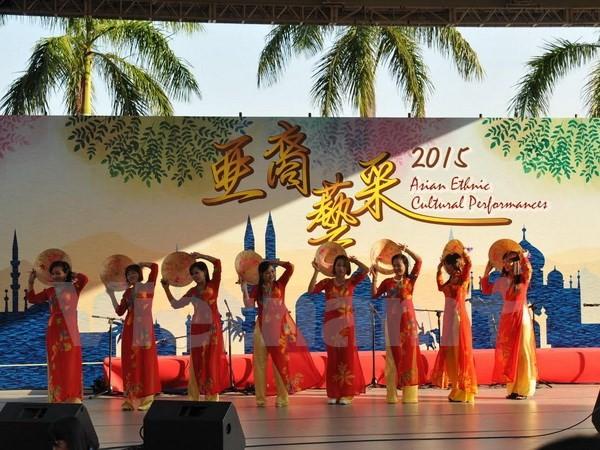 """越南参加在香港举行的""""亚裔艺采2015""""活动 - ảnh 1"""