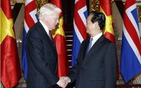越南政府总理阮晋勇会见冰岛总统格里姆松 - ảnh 1