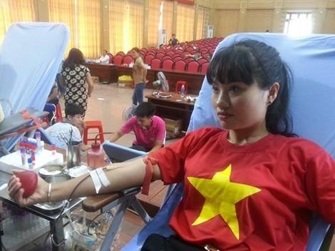 南定省举行献血日 - ảnh 1
