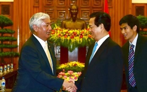 越南政府总理阮晋勇会见日本防卫大臣中谷元 - ảnh 1