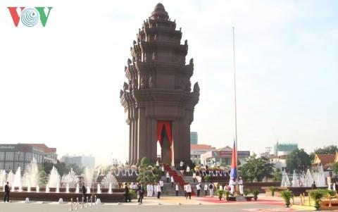 柬埔寨独立62周年纪念活动在柬埔寨和越南举行 - ảnh 1