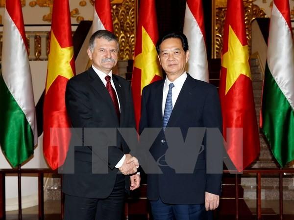 越南政府总理阮晋勇会见匈牙利国会主席克韦尔 - ảnh 1