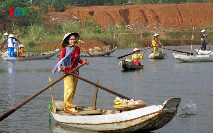 在河内越南民族旅游文化村再现南方水上集市文化 - ảnh 3