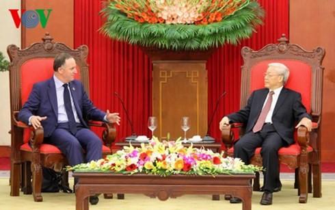 越南党、国家和国会领导人会见新西兰总理约翰•基 - ảnh 1