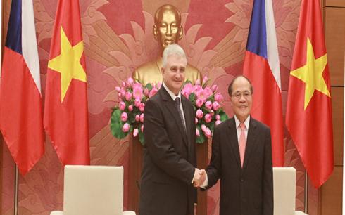 捷克议会参议院主席什捷赫正式访问越南 - ảnh 1
