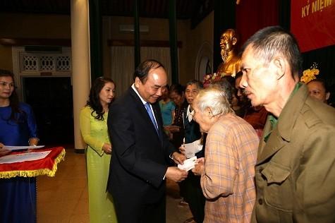 越南政府和国会领导人出席在河内举行的全民族大团结日活动 - ảnh 1