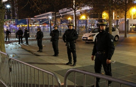 巴黎恐袭事件发生后多国加强安保工作 - ảnh 1