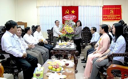 芹苴市和朔庄省纪念越南祖国阵线传统日85周年 - ảnh 1