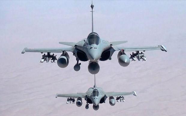 """法国总统奥朗德指示加强空袭伊拉克及叙利亚境内的 """"伊斯兰国""""组织  - ảnh 1"""