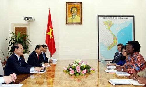 越南政府副总理武文宁会见世行驻越首席代表克瓦克瓦女士 - ảnh 1