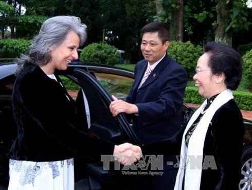 越南国家副主席阮氏缘与保加利亚副总统马尔加里塔•波波娃举行会谈 - ảnh 1