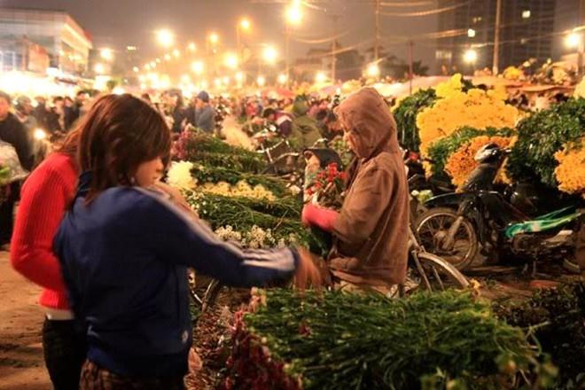 广霸花卉夜市——河内市的独特集市 - ảnh 2