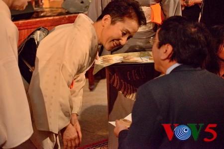 """""""花与竹""""连接越日传统文化和友谊 - ảnh 8"""