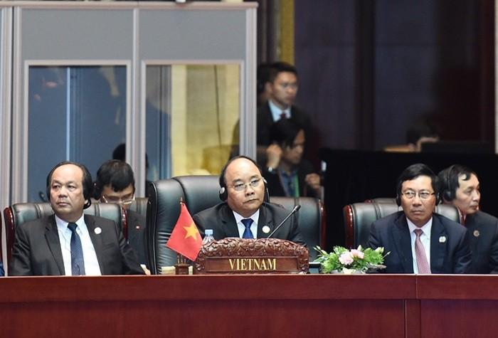 阮春福在东盟峰会开幕式上发表重要讲话 - ảnh 1