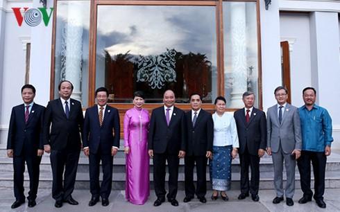 阮春福会见原老挝党政领导人 - ảnh 1