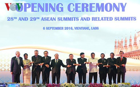 阮春福圆满结束出席第28届和第29届东盟峰会行程 - ảnh 1