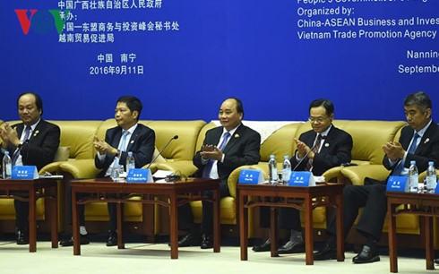 阮春福出席与中国企业CEO圆桌对话会 - ảnh 1
