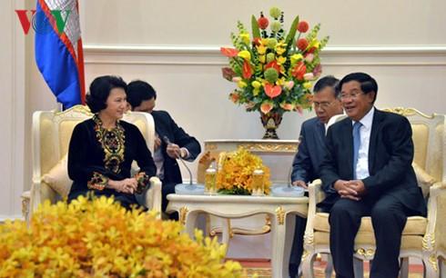 阮氏金银会见柬埔寨首相洪森 - ảnh 1