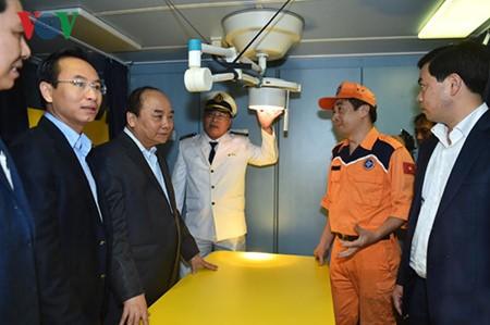 阮春福在岘港市视察越南第二区海上搜救配合中心 - ảnh 1