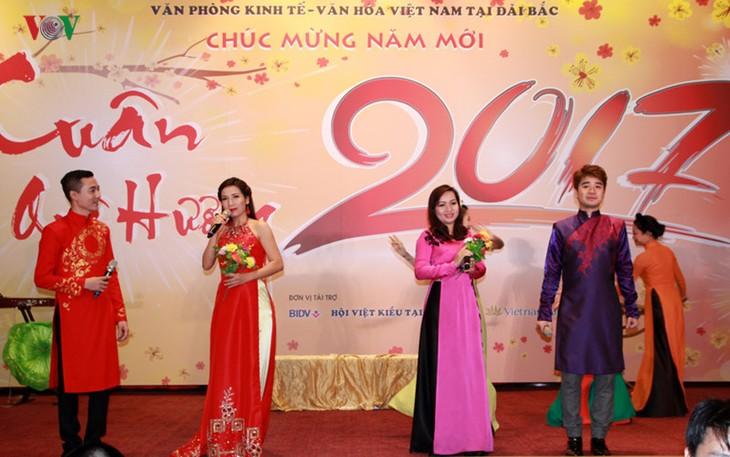 旅居中国台湾越南人举行迎春活动 - ảnh 1
