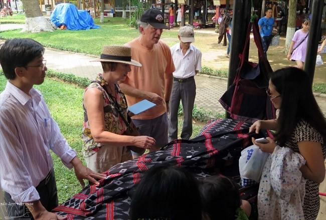 达渥族土锦纺织业被列入国家级非物质文化遗产名录 - ảnh 1