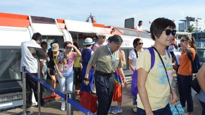 坚江省:国际游轮将游客送至富国岛 - ảnh 1