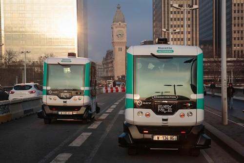 法国巴黎试运行无人驾驶公交车 - ảnh 1