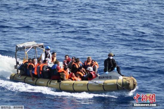 数百名移民在利比亚外海被拦截 - ảnh 1
