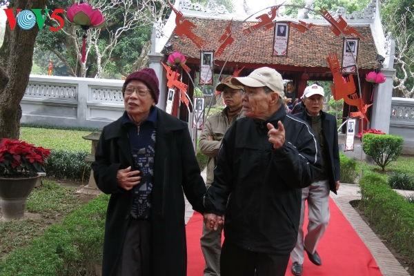 在文庙国子监举行的越南诗歌日活动的精彩瞬间 - ảnh 6