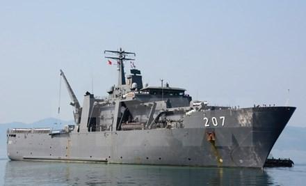 越南和新加坡海军在金兰港进行交流 - ảnh 1