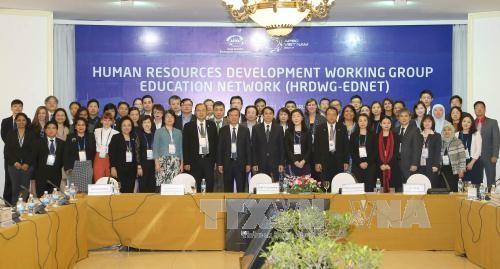2017年亚太经合组织系列会议继续举行工作组和分委会会议 - ảnh 1