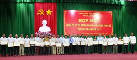 各族同胞名望人士和神职人员表彰会在朔庄省举行 - ảnh 1