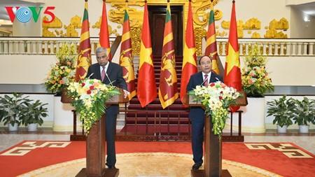 斯里兰卡总理和夫人圆满结束访越行程 - ảnh 1